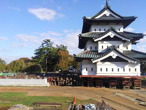 国の重要文化財弘前城の曳家
